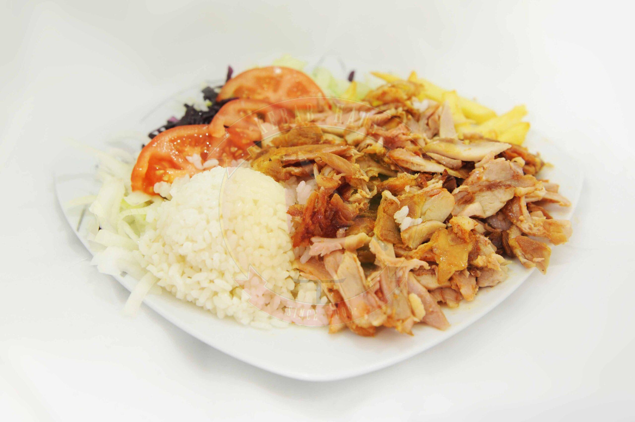 Tanier kebab s ryžou a hranolkami